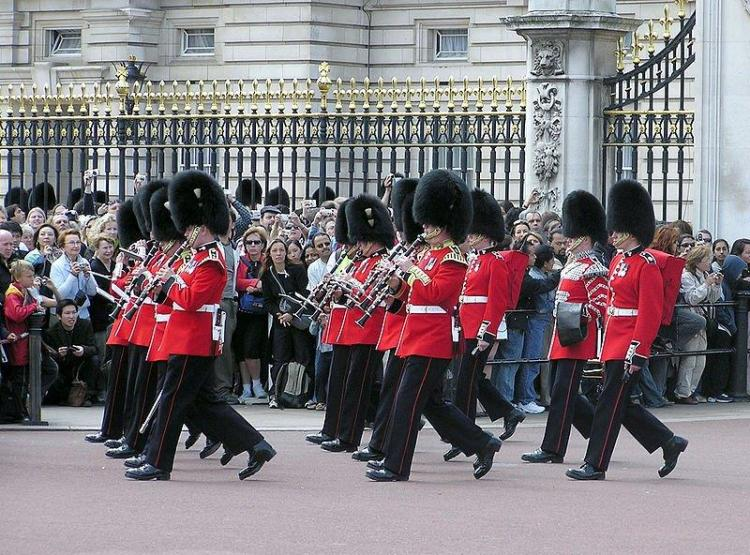 changing-of-the-guard-buckingham-palace